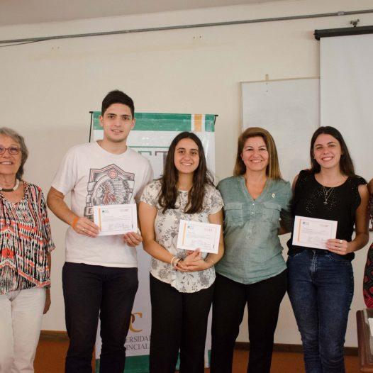 Entrega de certificados a estudiantes de la FTA