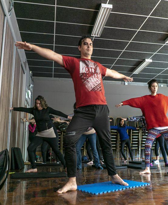 La UPC celebró el día internacional del Yoga con una clase gratuita y abierta