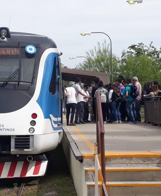 Estudiantes de la FTA participaron de un viaje educativo en el Tren de las Sierras